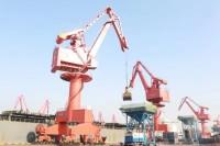24人火线增援 青岛港紧急支援临港油脂加工企业恢复生产