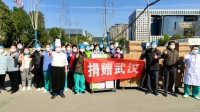 42秒|闪电公益行动爱心物资运抵武汉 山东医疗队员:感谢父老乡亲