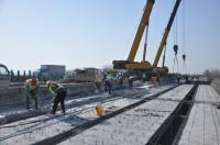 京沪高速新泰至临沂段改扩建工程祊河大桥桥面施工全面启动