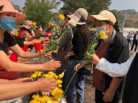 组图 | 泪目!西昌市民自发悼念救火英雄