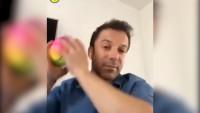 21秒丨看足球运动员的本能反应!当皮耶罗在直播 熊孩子把球扔了过来