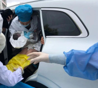 急!孕妇车上分娩!多亏了这些医生护士 跑赢生命接力赛