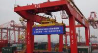 38秒丨山东港口日照港集装箱自动化堆场作业量突破100万标箱