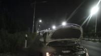 20秒|威海:深夜高速路上车没油,同车乘客徒步去找加油站