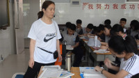滨州博兴女教师脚骨折跪椅子为学生上课:要中考了 不能耽误他们