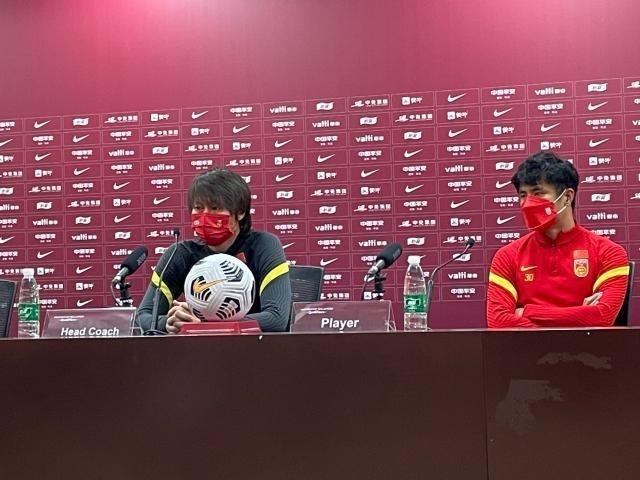 李铁:球队不存在主力与替补 会选择最合适的球员出场