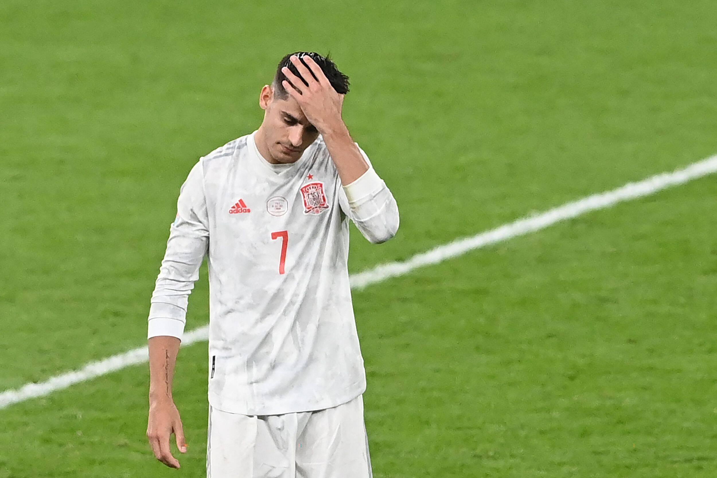 漫话欧洲杯丨英雄→罪人!莫拉塔点球送球队出局,罚点那刻太虚了
