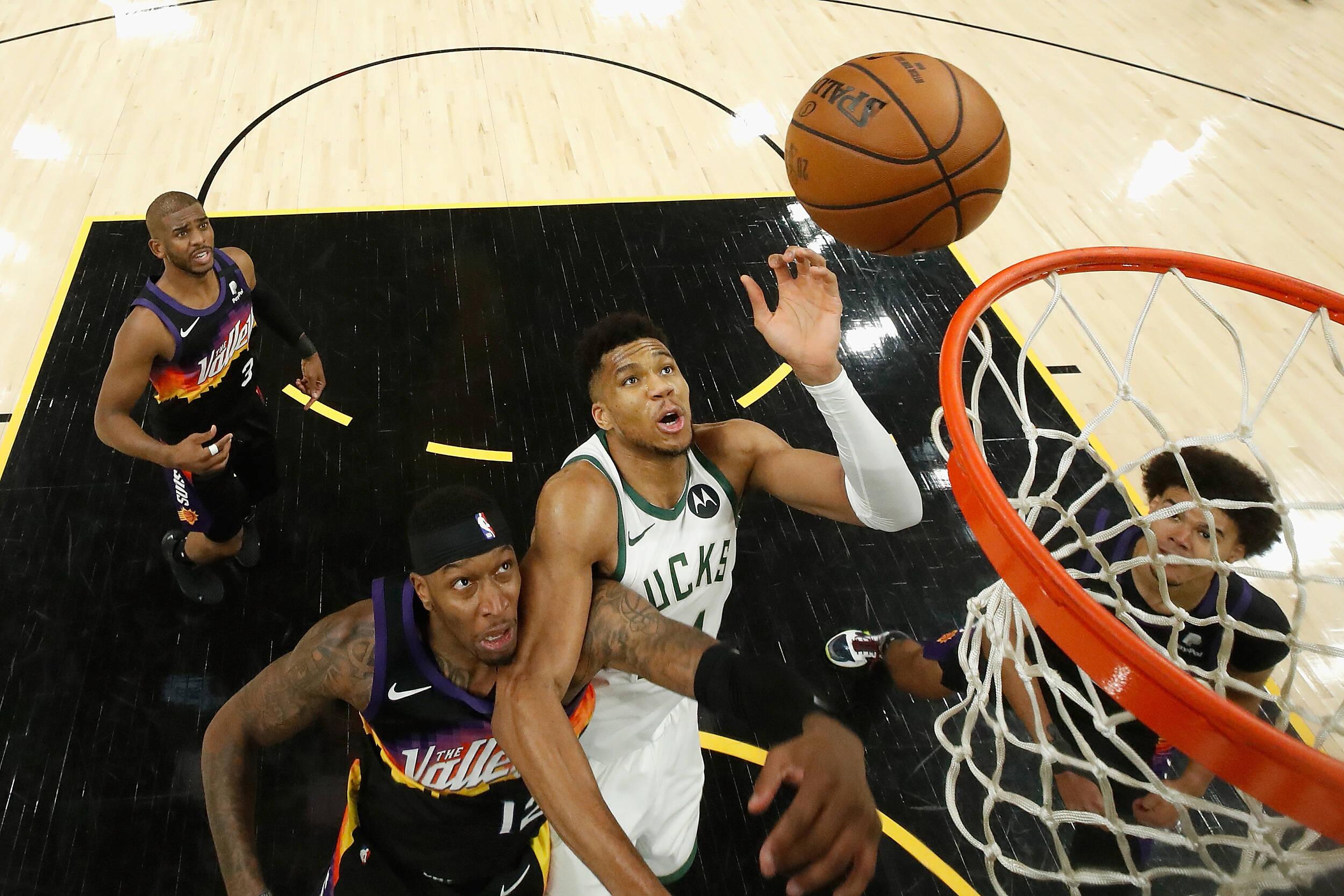 NBA总决赛打响!太阳118-105击败雄鹿迎总决开门红,山东电视体育频道19点20准时播出