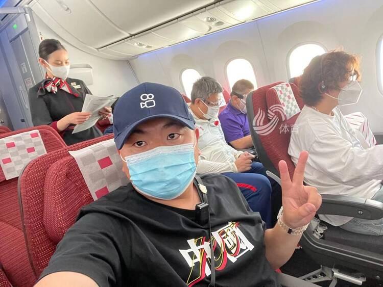 顺利登机!山东电视体育频道特派记者田源启程前往东京